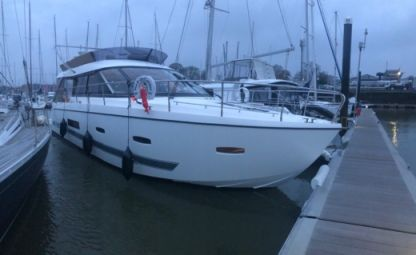 Miete Motorboot Sealine F42/5 Lymington