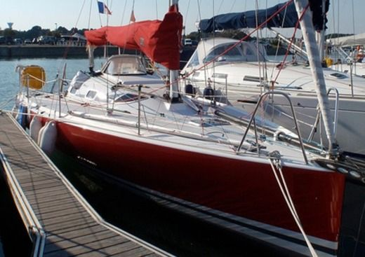 Structures Pogo 850 in Lorient for hire