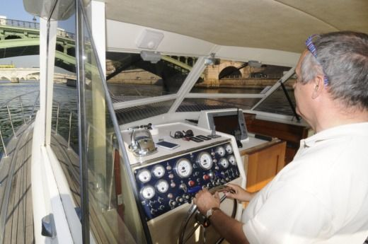 CHRIS CRAFT Commander 38 in Nogent-sur-Marne for hire