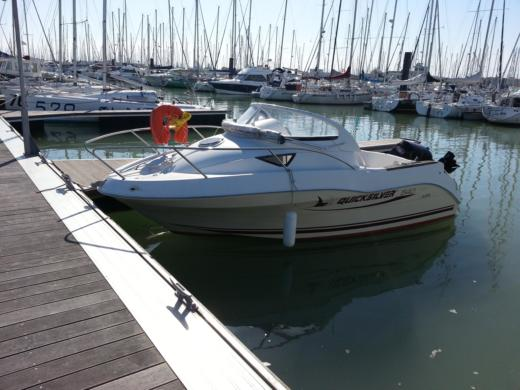 Charter motorboat in La Rochelle peer-to-peer