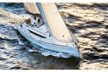 Rental Sailboat JEANNEAU 389 Split