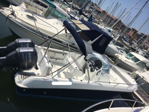 Rental Motorboat Beneteau Open Flyer 750 Hendaye