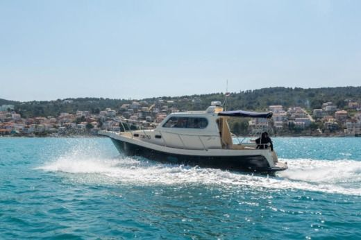 Motorboat Damor Fjera 980 for hire