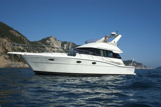 Uniesse Marine Uniesse 40 Fly in La Spezia, La Spezia for hire