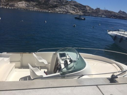 Charter motorboat in Marseille peer-to-peer
