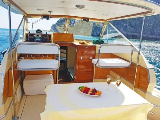 Barca a motore Chris Craft Commander 31