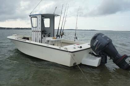 Hire Motorboat Ray Hunt 22 foot Hiliner center console Barnstable