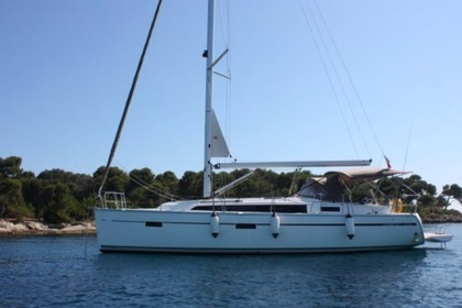 Hire Sailboat Bavaria 37 Cruiser Golfe Juan