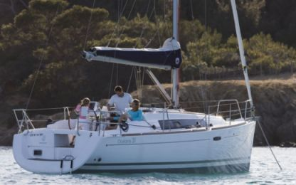 Rental Sailboat Beneteau Oceanis 31 Barcelona