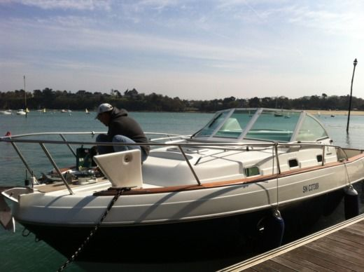 Charter motorboat in Dinard peer-to-peer