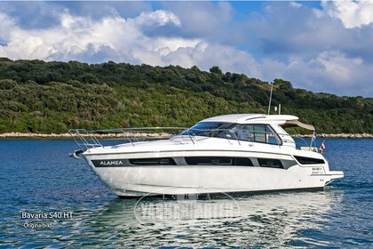 Hire Motorboat BAVARIA S40 HT Pula