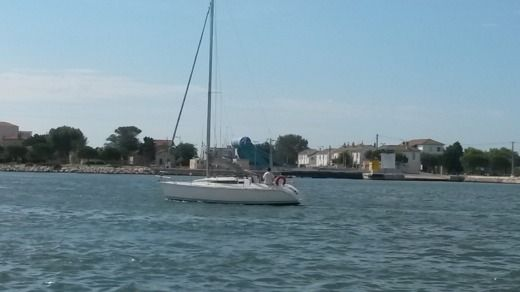 Charter sailboat in Port-Saint-Louis-du-Rhône peer-to-peer