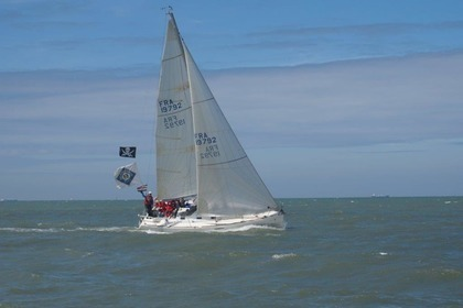 Hire Sailboat BENETEAU FIRST 31.7 Honfleur