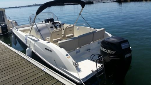 Motorboat QUICKSILVER Activ Open 6.75 peer-to-peer
