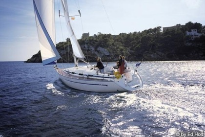 Hire Sailboat BAVARIA Bavaria 36 Barcelona