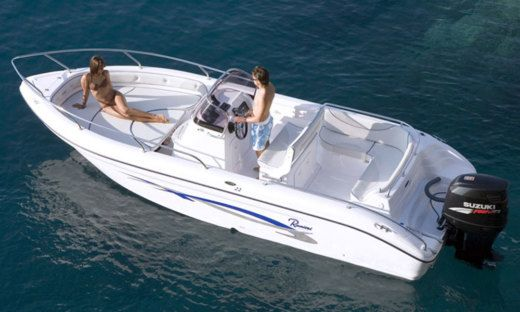 Motorboat Ranieri International Voyager 22 for hire