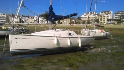 Jeanneau Sun 2000 in Saint-Quay-Portrieux for hire