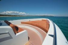 Motorboat Cantieri Opera for hire