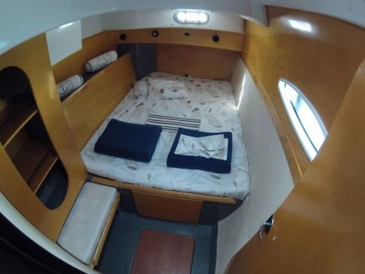 Catamaran Fountaine Pajot Lavezzi40 for hire