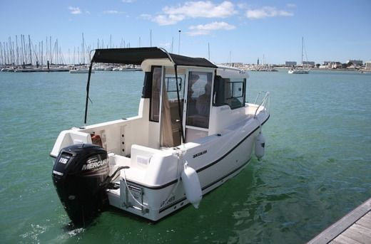 Quicksilver Pilothouse 555 in La Rochelle
