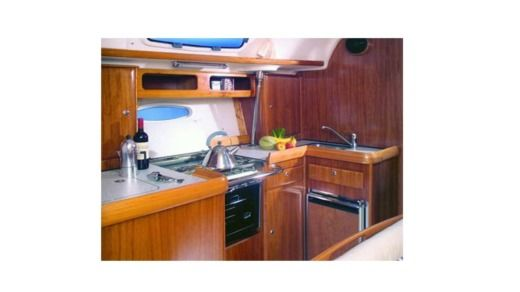 Sailboat Bavaria Cruiser 42 peer-to-peer