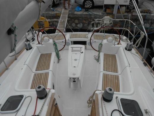 Sailboat Beneteau Oceanis 43 peer-to-peer
