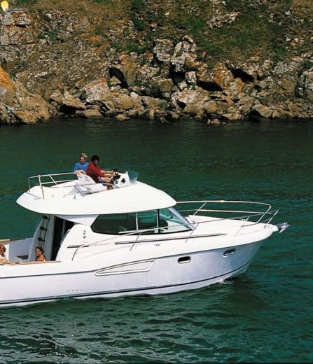 Charter motorboat in Podstrana peer-to-peer