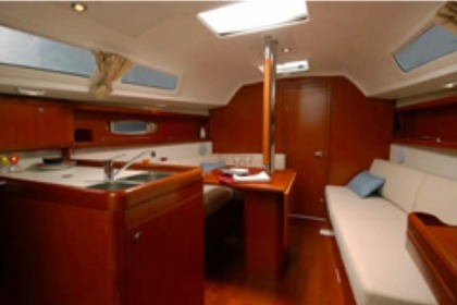Hire Sailboat BENETEAU OCEANIS 31 Airlie Beach