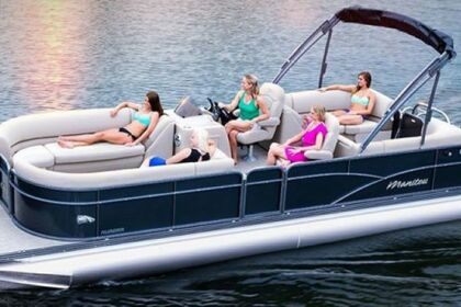 Hire Motorboat Manitou Aurora LE Kelowna