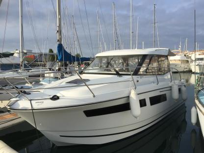 Charter Motorboat Jeanneau Merry Fisher 855 Les Sables-d'Olonne
