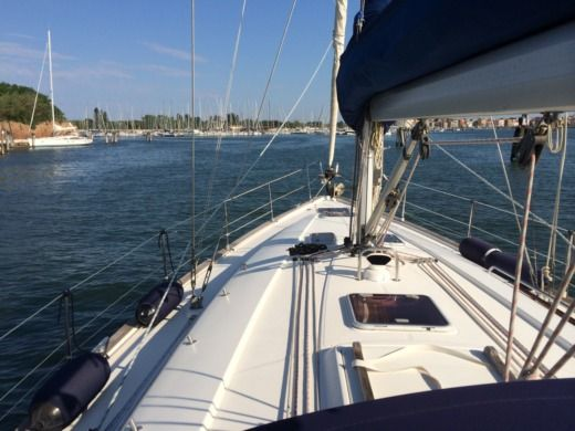 Bavaria 44 in Venice for hire