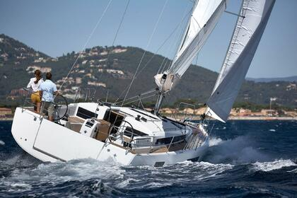 Hire Sailboat JEANNEAU SUN ODYSSEY 440 Portisco