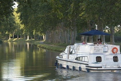 Charter Houseboat PENICHE ROYAL MYSTIQUE A Carrick-On-Shannon