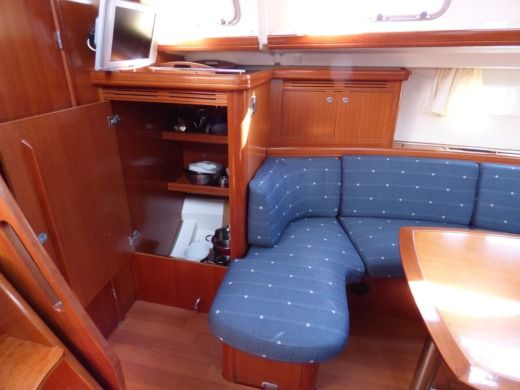 Sailboat Beneteau Oceanis 523 for hire