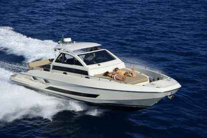 Charter Motorboat Solaria 40 Naples