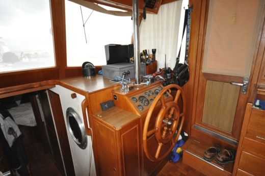 Motorboat Grand Banks 46 Classic Trawler for hire