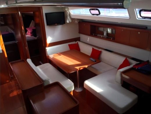 Charter Sailboat Beneteau Oceanis 50 Athens