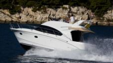 Motorboat Beneteau Antares 36 for hire