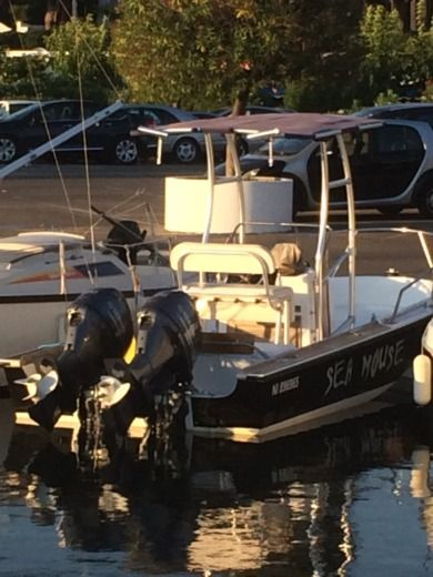 Boston Whaler Outrage 19 in Juan les Pins, Antibes for hire