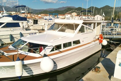 Location Bateau à moteur storebro royal cruiser 31 adriatic Saint-Florent