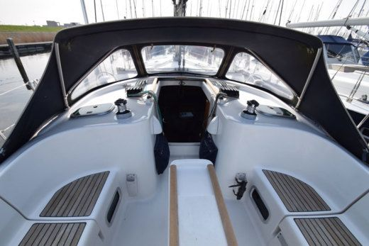 Sailboat Beneteau 411
