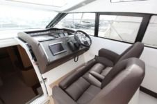 Princess V42 Hardtop in Cannes zu vermieten