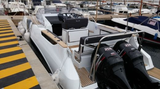 Beneteau Flyer 8.8 Sundeck in Majorca for hire