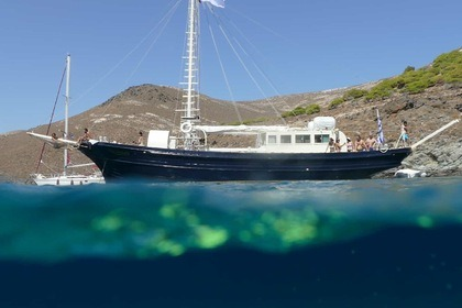 Hire Sailing yacht Greek Traditional Motorsailer Vouliagmeni