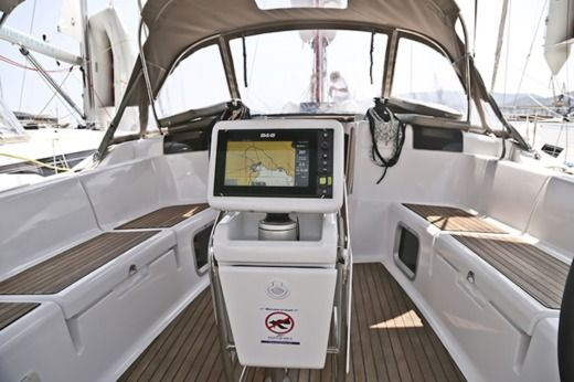 Sailboat Jeanneau Sun Odyssey 439 peer-to-peer