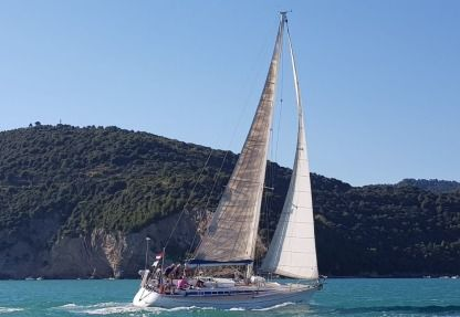 Rental Sailboat Grand Soleil Grand Soleil 42 La Spezia
