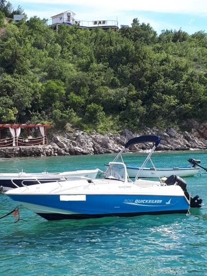 Charter Motorboat Quicksilver Commander Senj