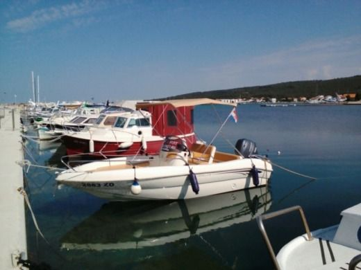 Motorboat T.a. Mare Monella 18 for hire