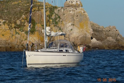 Hire Sailboat DUFOUR 34 PERFORMANCE La Rochelle