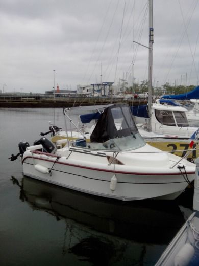Motorboat Ocqueteau 485 Plein Ciel for hire